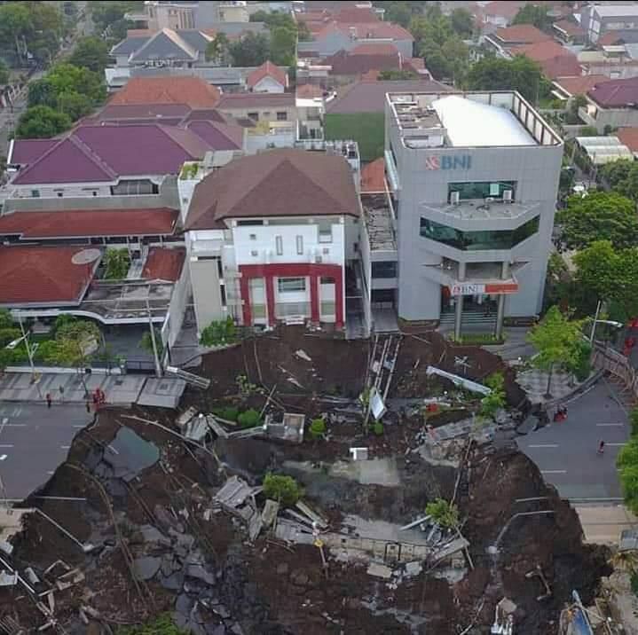 Pengalihan Arus Lalu Lintas Jalan Raya Gubeng Surabaya
