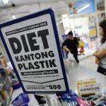 Larangan Penggunaan Kantong Plastik Untungkan Ritel