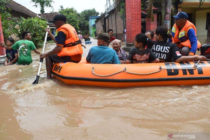 Kemensos Terjunkan Tagana Tangani Banjir di Jatim
