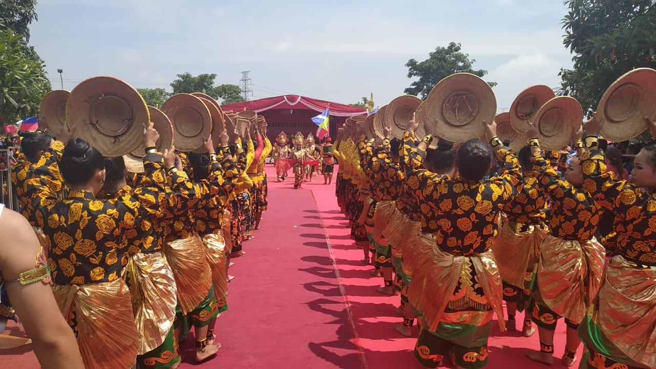 Ribuan Pelajar Menari Massal di HUT Kabupaten Kediri