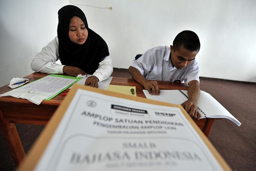 Siswa Difabel di Tulungagung Ikuti UN Braille