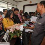 Ratusan Warga Urus A5 di KPU Surabaya