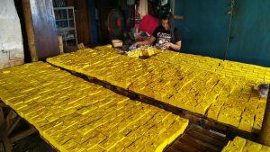 Jelang Lebaran, Tahu Kuning Khas Kediri Banjir Pesanan