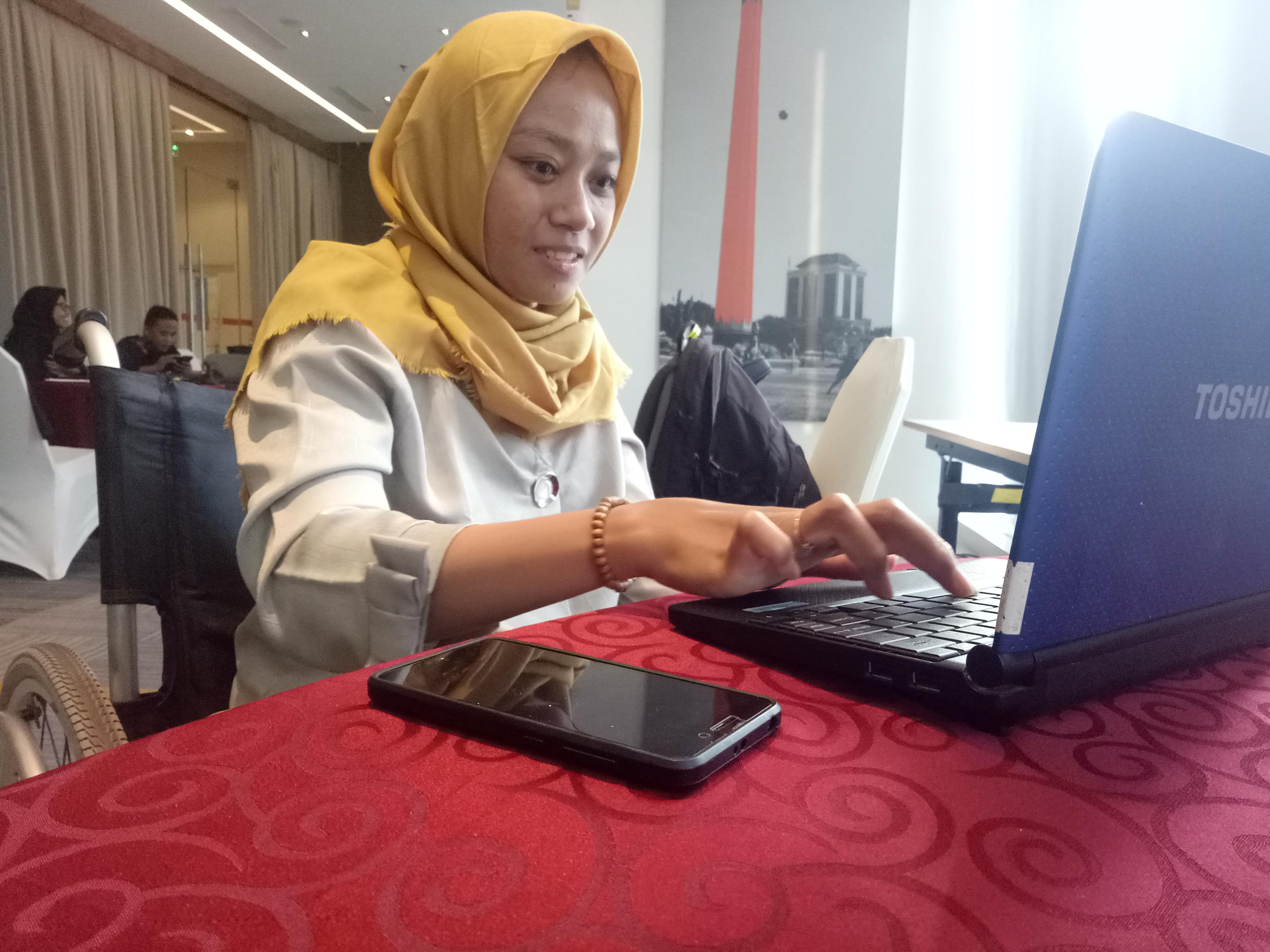 Fira, Perempuan Difabel Tuban Melawan Stigma