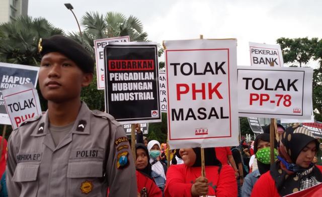 Aksi Buruh di Surabaya
