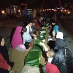 Lebaran Ketupat, Ribuan Warga Kediri Saling Tukar Makanan dan Nyalakan 1000 Obor