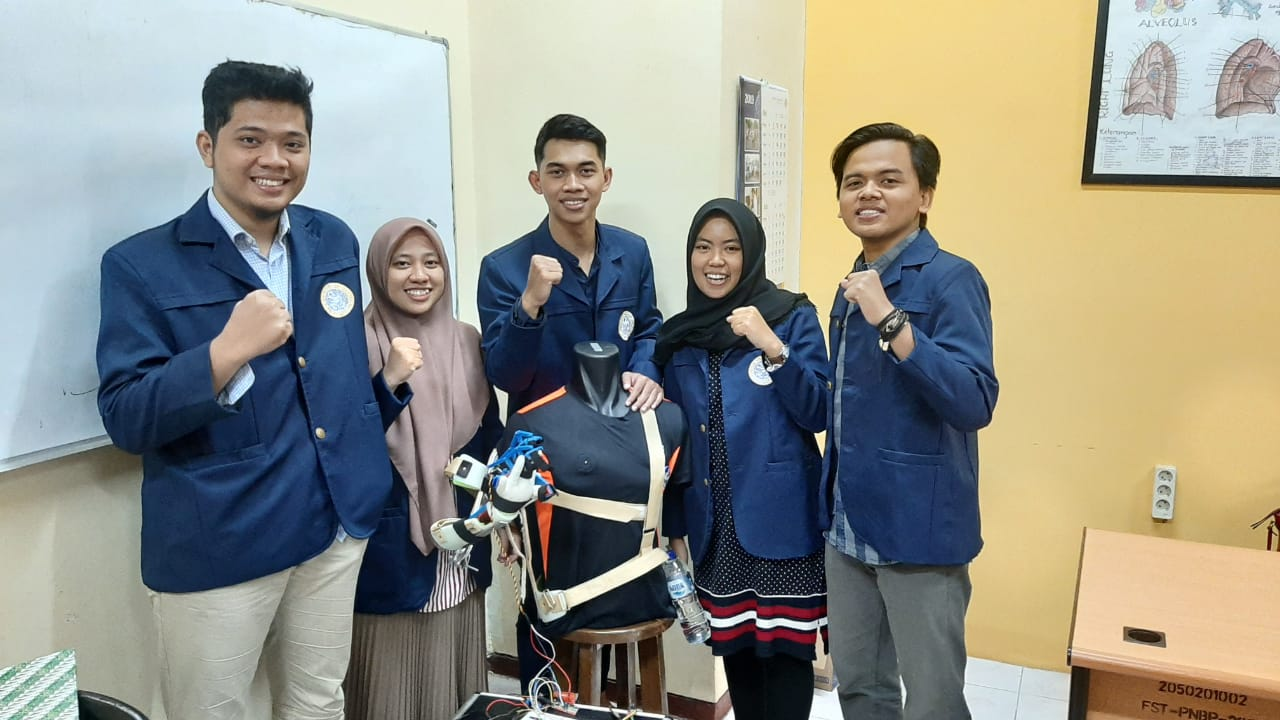 Mahasiswa UNAIR Ciptakan Eksoskeleton Mobile Berbasis Pengenal Suara