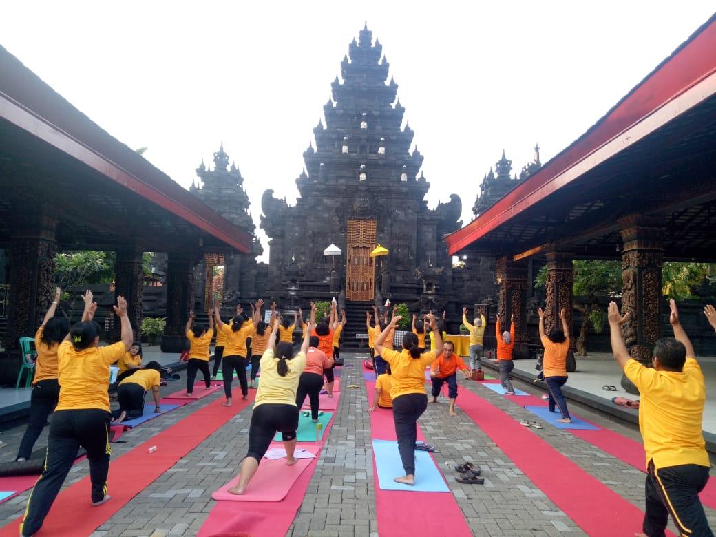 Yoga Bersama di Pura Jagat Karana