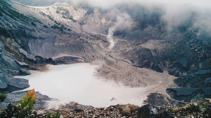 Situasi Pascaerupsi Gunung Tangkuban Parahu