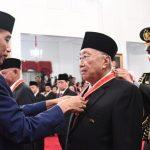Presiden Anugerahkan Tanda Kehormatan bagi 29 Tokoh
