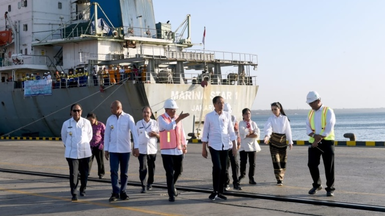 Presiden Tinjau Aktivitas Pelabuhan Tenau di Kupang