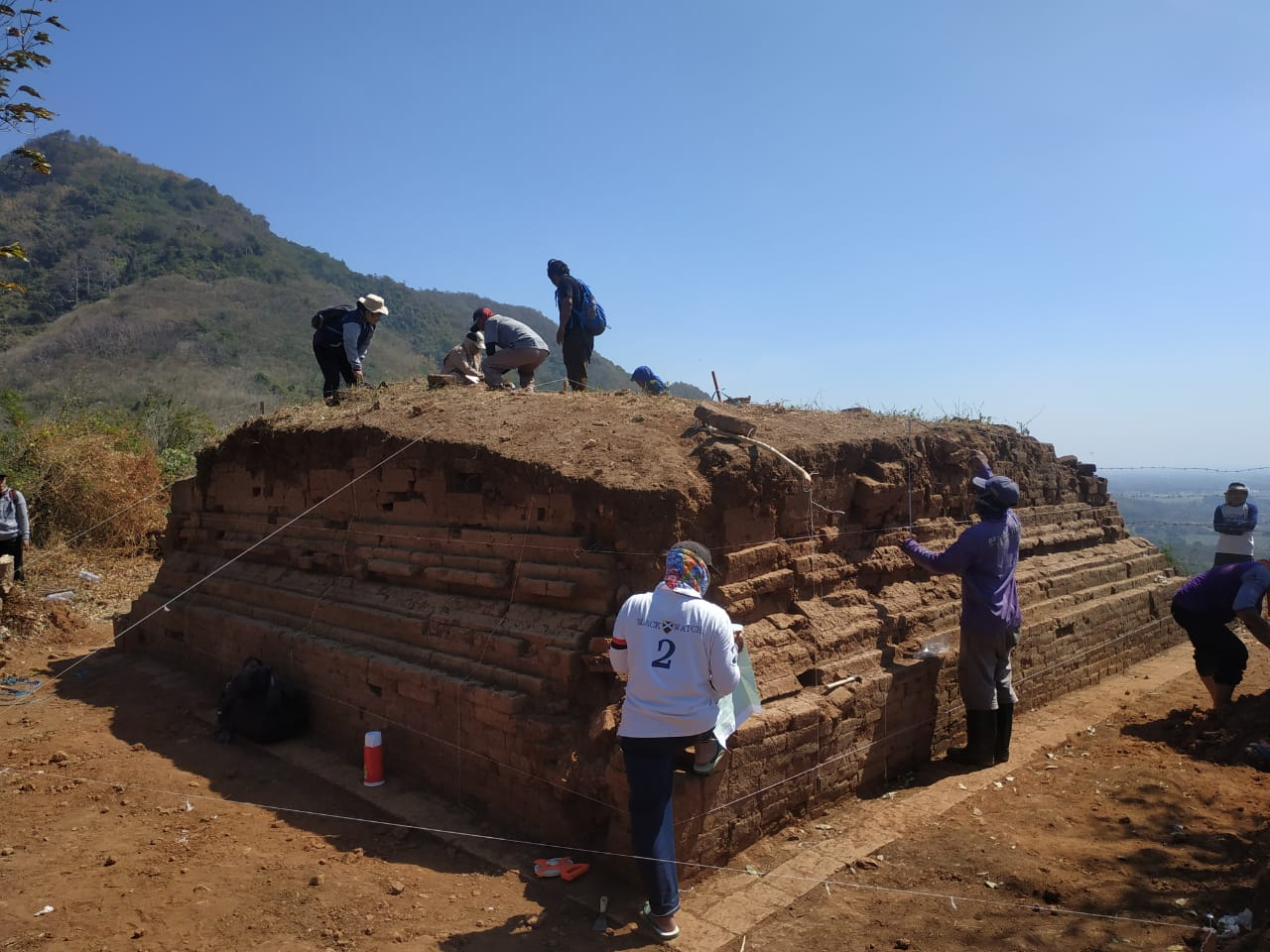 Ditemukan Tempat Pemujaan dilereng Gunung Wilis