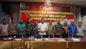 Wiranto: Tujuan Kami ke Papua Barat Bukan Mengawasi tapi Menyalami