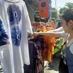 Mahasiswa Asing Belajar Membuat Batik Jumputan
