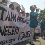 Peringati Hari Tani, Ratusan Mahasiswa Kediri Datangi Kantor DPRD