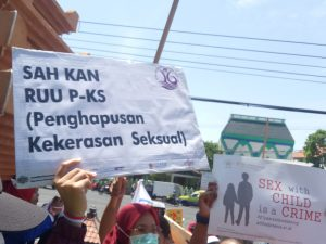 Desak Pengesahan RUU P-KS, Massa Datangi DPRD Jatim