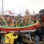 Khofifah Hadiri Tradisi Petik Laut di Pancer Banyuwangi