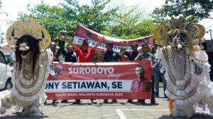 Kesenian Bantengan Iringi Ony Setiawan Kembalikan Formulir Cawawali Surabaya