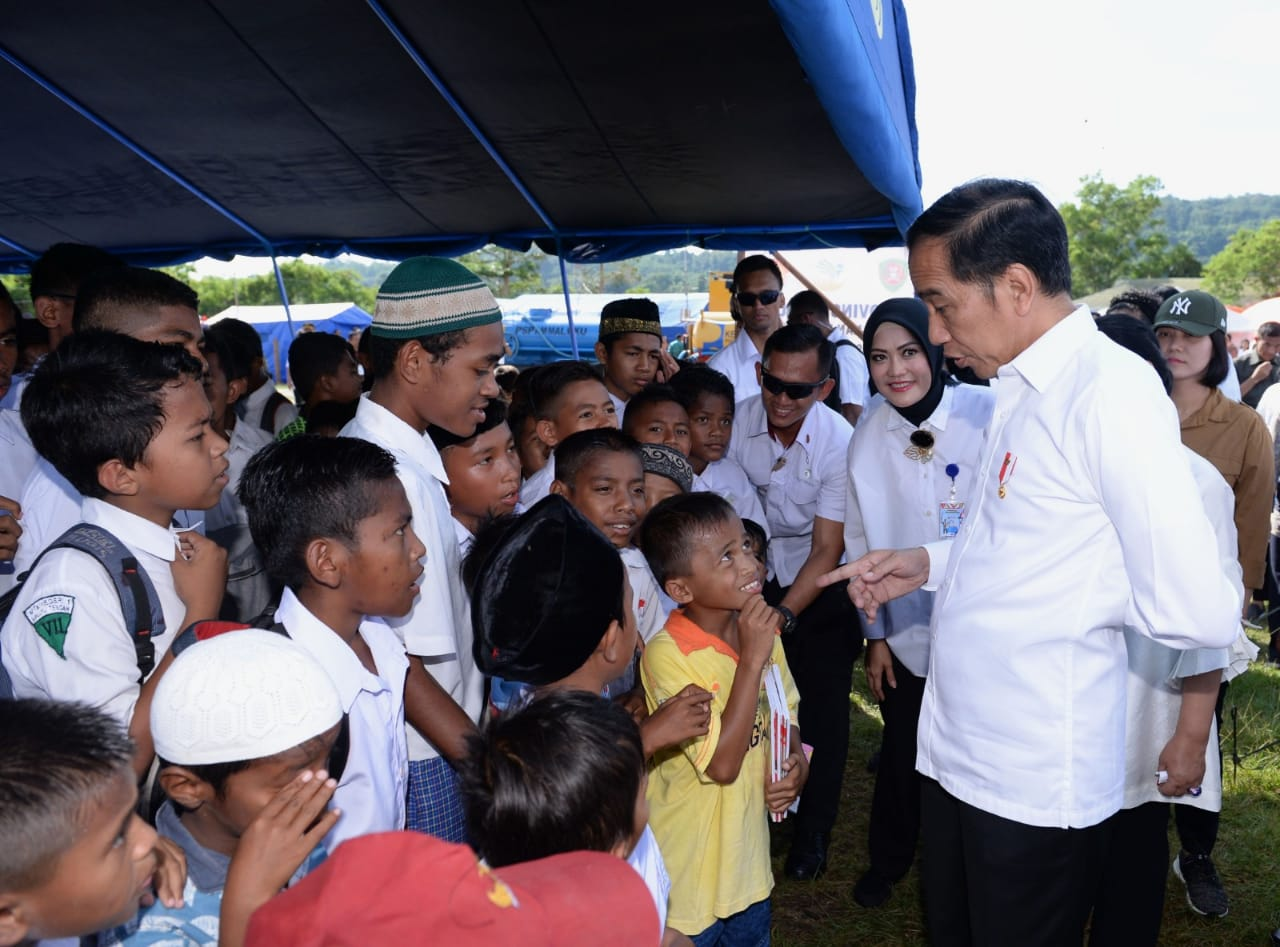 Presiden Tinjau Posko Pengungsi Pascagempa di Ambon