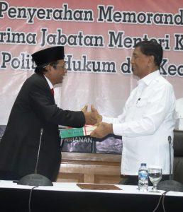 Mahfud MD Resmi Gantikan Gantikan Wiranto sebagai Menko Polhukam
