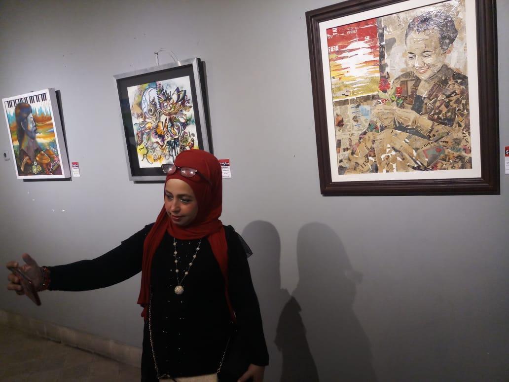 Ubah Koran Bekas Era Soeharto jadi Karya Kolase