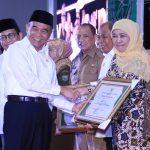 Khofifah Terima Penghargaan Provinsi Terbaik Program Inovasi Desa 2019