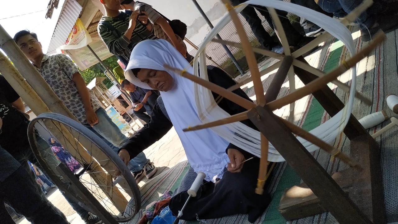 Kampung Wisata Tenun Ikat, Edukasi Pengunjung Produksi Kain Tenun
