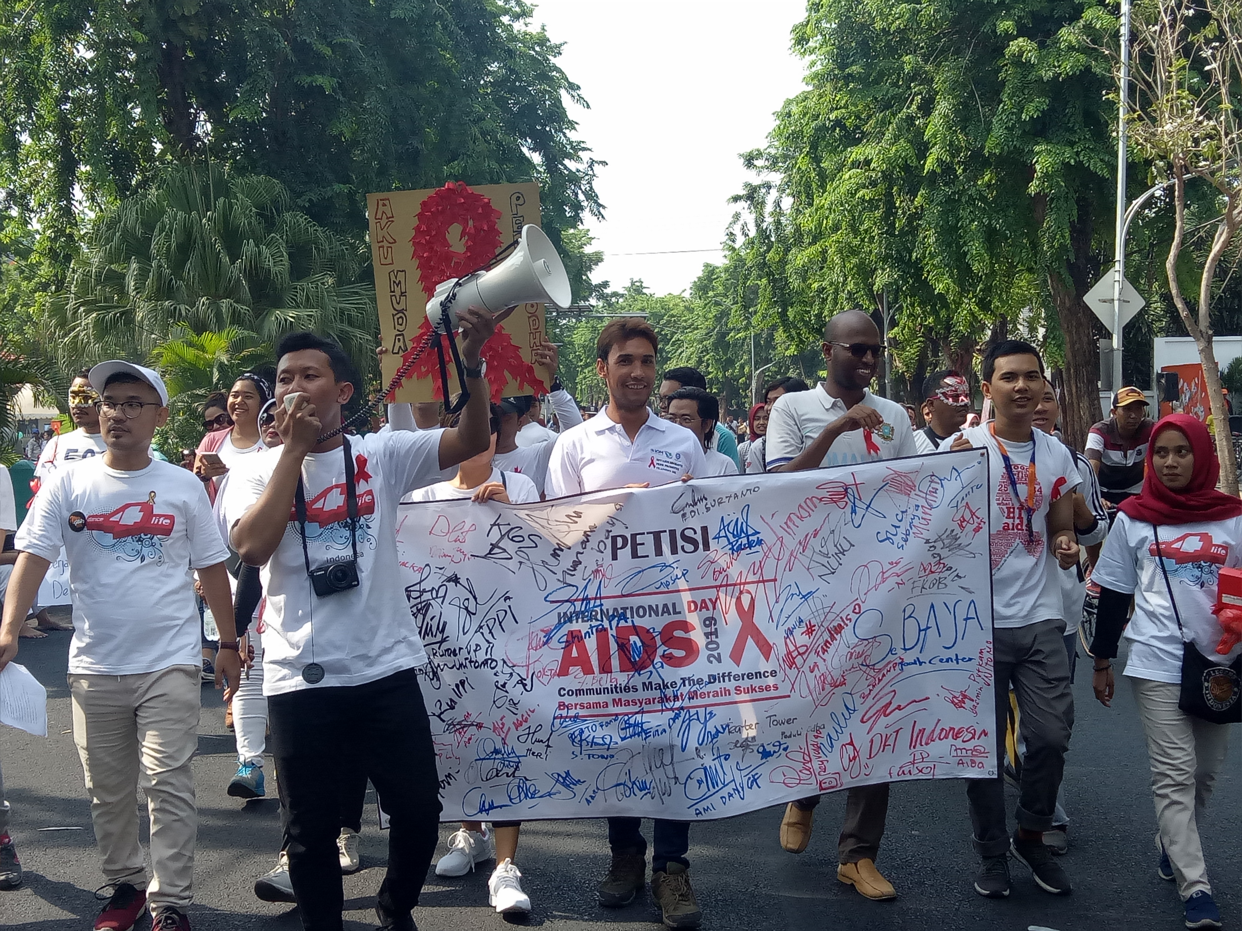 Peringatan Hari AIDS Sedunia di CFD Surabaya