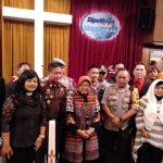 Risma Kunjungi Sejumlah Gereja saat Malam Natal