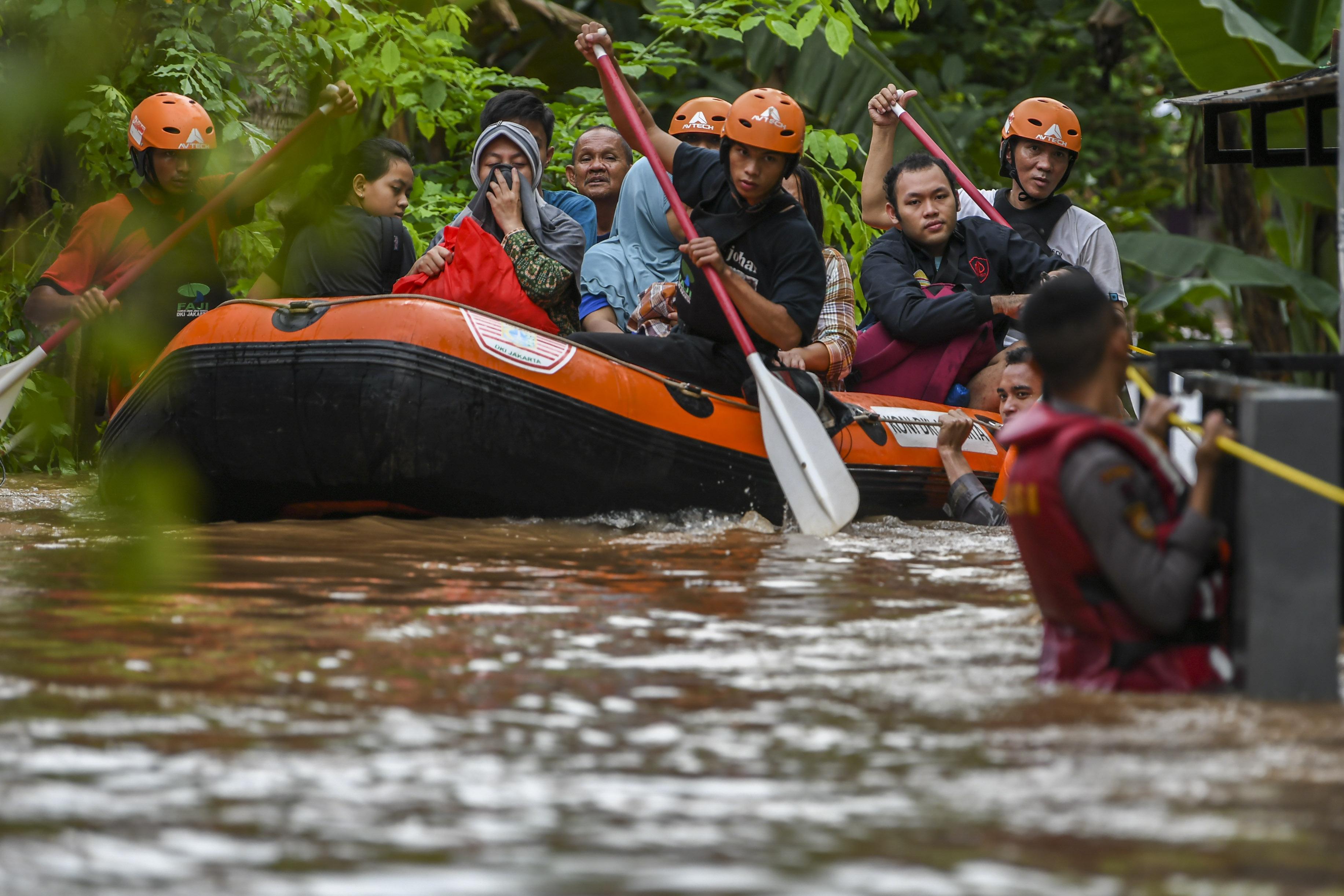 Kemensos Distribusikan Bantuan ke Daerah Terdampak Banjir