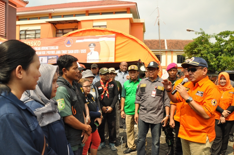 Cegah Banjir, Ratusan Relawan Bersihkan Kali Sinir dan Kali Buntung Sidoarjo