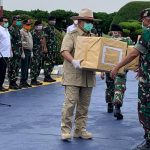 Prabowo Serahkan Bantuan Tiongkok ke Gugus Tugas Covid–19