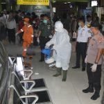 Cegah Corona dengan Gerakan Bersih-bersih di Stasiun Gambir