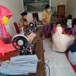 Masyarakat Mojoroto Kediri Buat Masker secara Swadaya Guna Cegah Covid-19