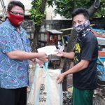 Pemprov Jatim Bagikan Sembako untuk Warga Jatim Terdampak di Jabodetabek