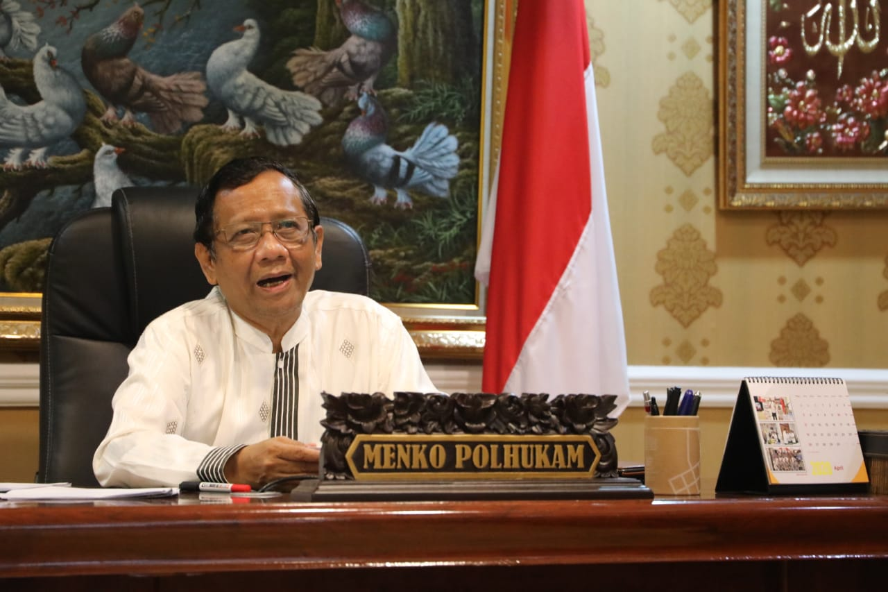 Menko Polhukam Serahkan 12 Nama Calon Anggota Kompolnas ke Presiden