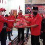 Anggota DPRD Jatim Bergerak Bersama Bagikan Paket Sembako saat Pandemi Covid-19