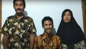 Kisah Alfian Andhika, Wisudawan Inklusi Unair