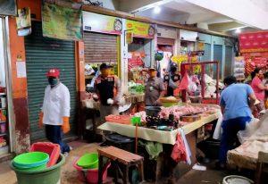 Razia Patuh Masker di Pasar Tradisional Surabaya