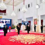 Presiden Anugerahkan Tanda Jasa dan Kehormatan bagi 53 Tokoh