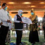 Khofifah Serahkan Ventilator pada Pengelola Rumah Sakit di Mojokerto, Sidoarjo dan Pasuruan