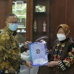 Risma Berikan IMB Gratis ke Rumah Ibadah dan Fasilitas Pendidikan se Surabaya