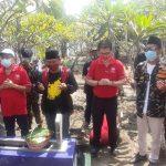 Kunjungan Melawan Lupa di Makam Riyanto