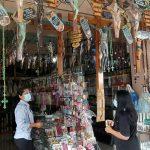 Jelang Natal, Pedagang Aksesoris Kerohanian di Puhsarang Sepi Pembeli