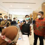 Pemkot Surabaya Gelar Vaksinasi Massal untuk Nakes
