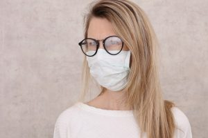 Cara Cegah Kacamata Berembun saat Pakai Masker