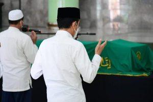 Presiden Takziah ke Tempat Duka Mendiang Artidjo Alkostar