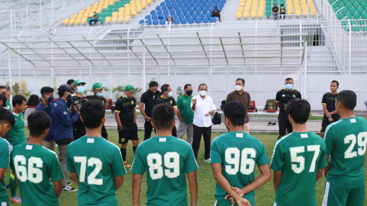 Armuji Saksikan Pertandingan Uji Coba Persebaya – PSID Jombang di Stadion Tambaksari