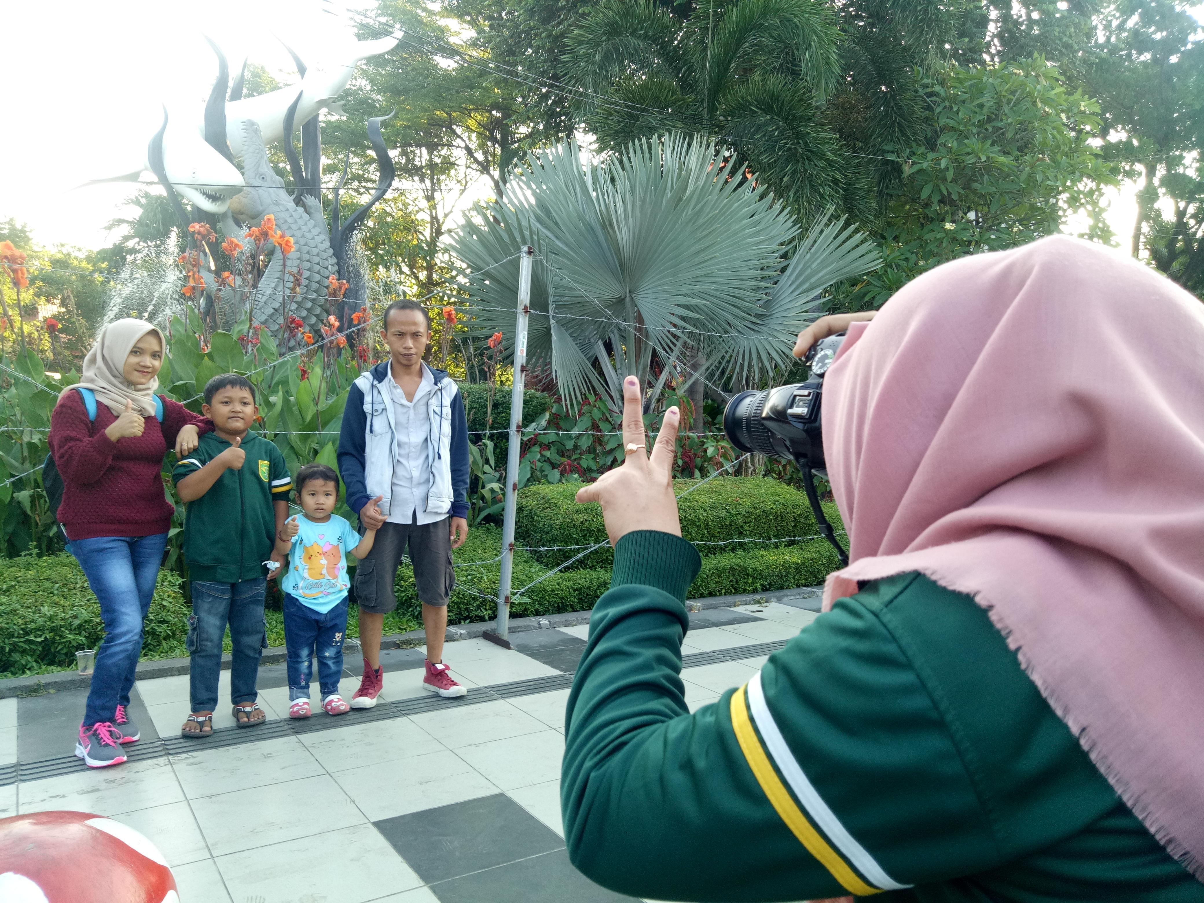 Libur Lebaran Jadi Berkah Para Juru Foto di Depan KBS