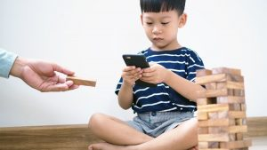 Tips Atasi Kecanduan Gadget pada Anak